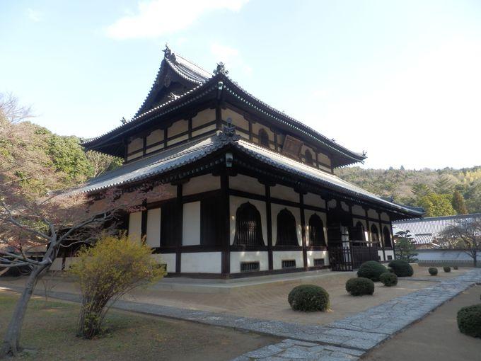 見上げるほどの大きさ!県下最大級の木造建造物・仏殿