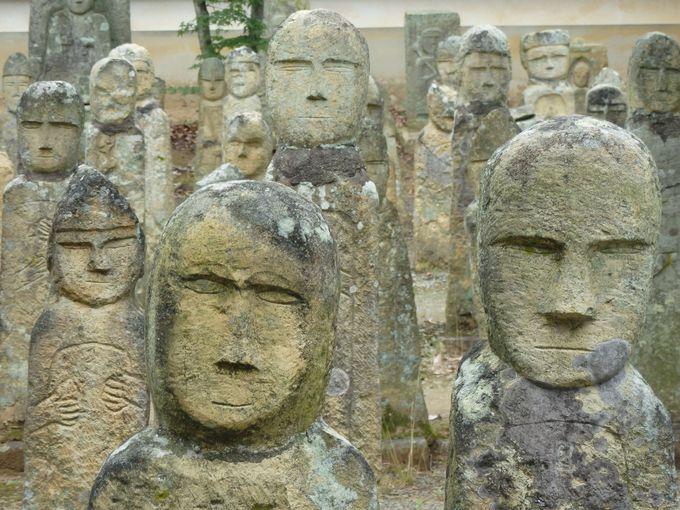 愛すべき素朴さ、稚拙さ!ユニークな顔がひしめく羅漢寺境内の五百羅漢