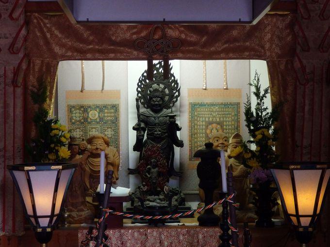 塔頭にもお参りしよう!薬師院前の仏堂に安置された毘沙門天立像