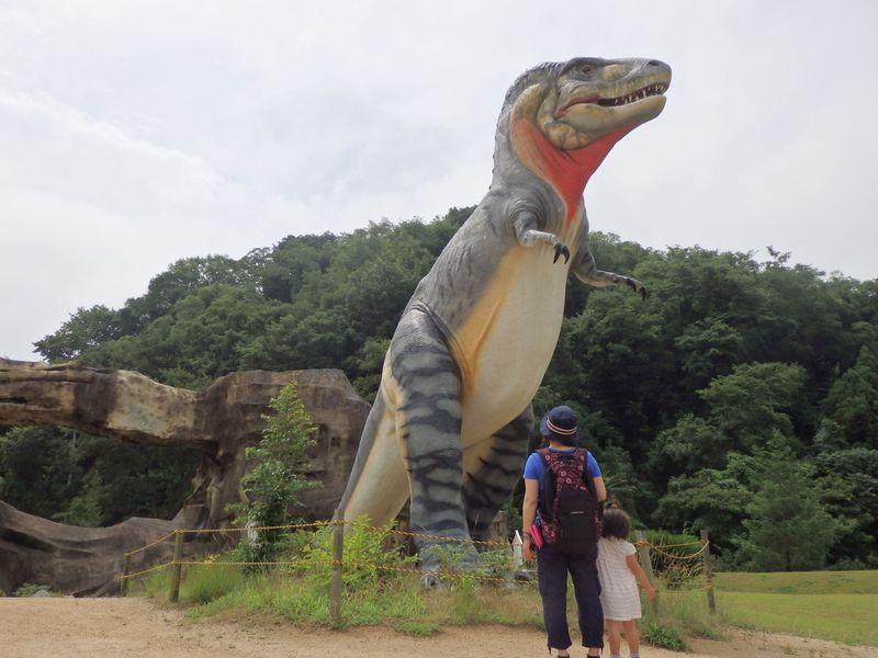 まるで『ジュラシック・パーク』!岡山県笠岡市の恐竜公園