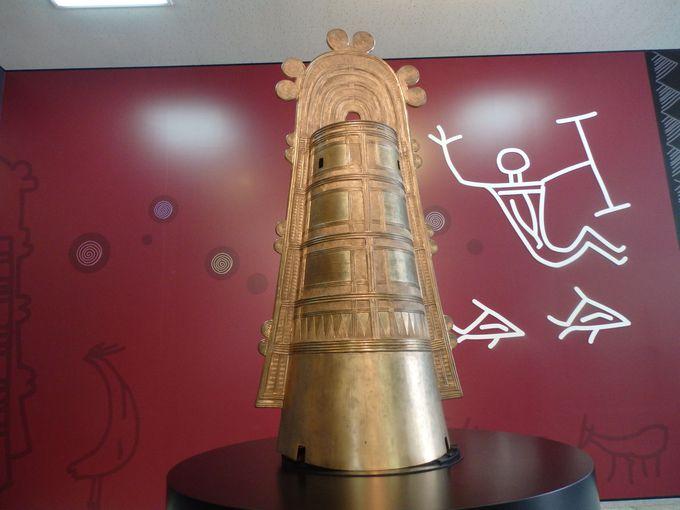 日本最大の銅鐸が出土!園内の中心施設・銅鐸博物館