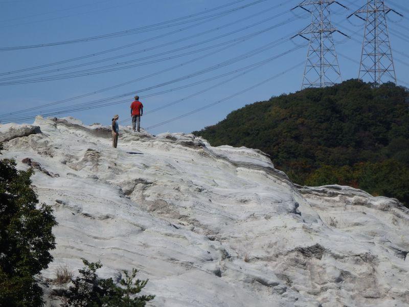 奈良に雪山!?奇岩が幻想的な光景を見せる香芝市の「どんづる峯」