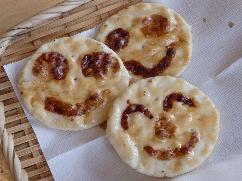 オリジナル煎餅を作ろう!岡山県・畠山製菓の煎餅手焼き体験