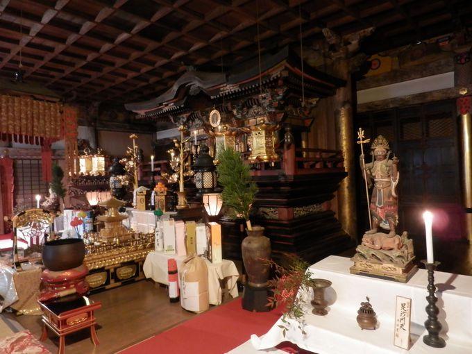 国の重要文化財・毘沙門天立像は必見!本堂の内部