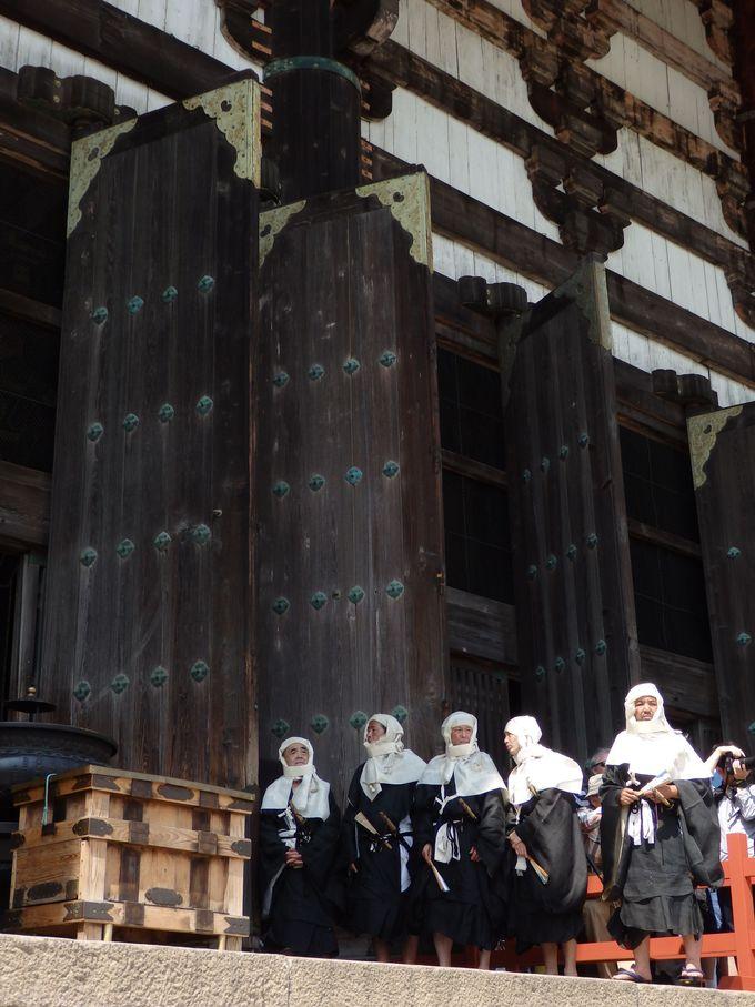 こんな人たちの姿も!中世の東大寺の様子を伝える僧兵たち