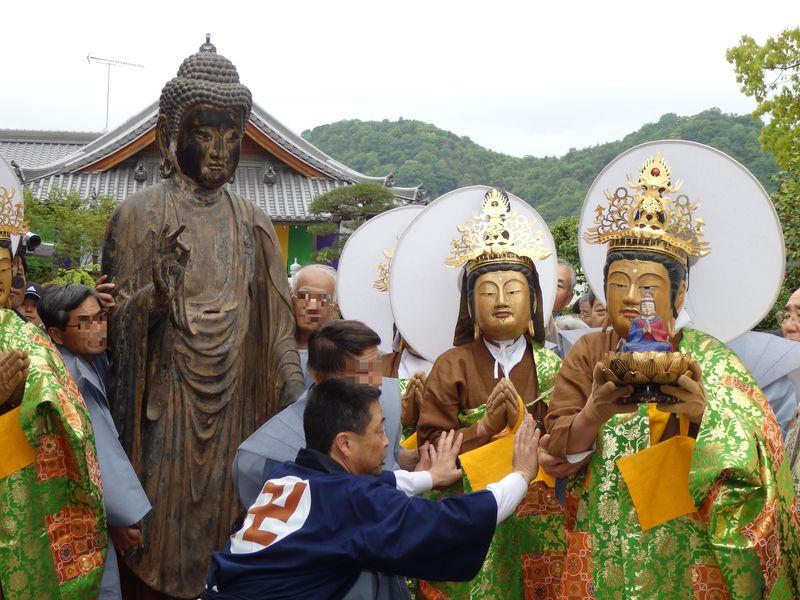 仏面をかぶる?仏像にもぐり込む!?岡山県・弘法寺の踟供養