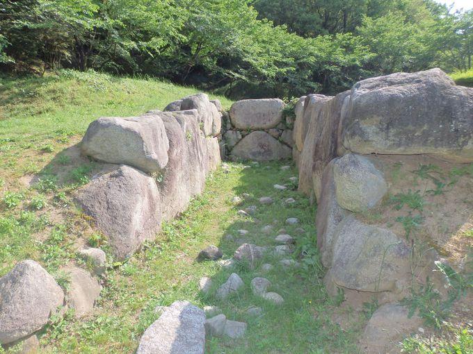 移築された寛弘寺古墳群の横穴式石室
