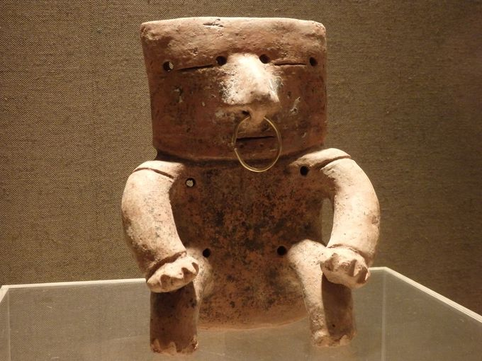 なんだこれ!?キンバヤ文化をいまに伝える板状頭人物象形土偶