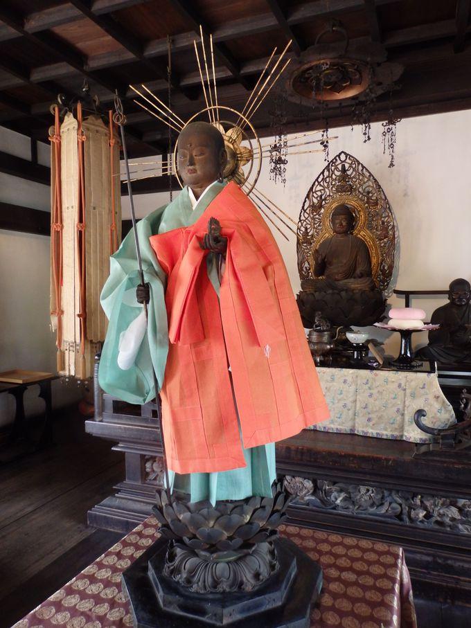 衣服の着せ替え!?まず訪れておきたい伝香寺の地蔵会