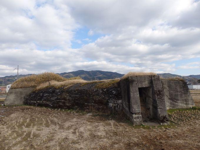 コンクリートをむき出しにした別の防空壕