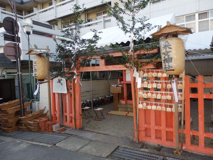 なぜ背を向けて建てられているの?猿沢池のほとりに建つ采女神社