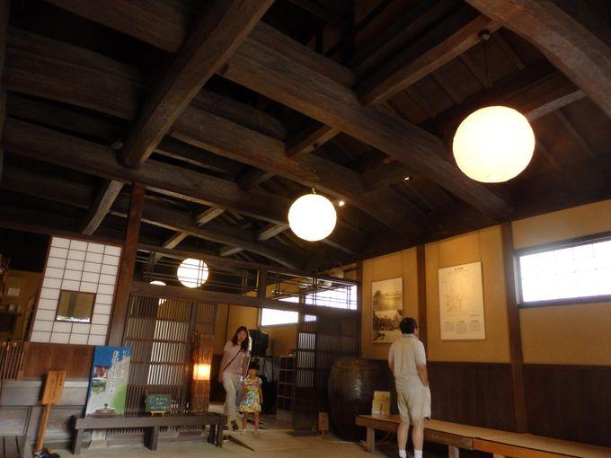 天井を見上げよう!豪壮な梁の木組みを持つ出雲屋敷