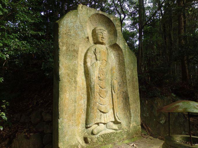 古墳時代の石棺に仏さま!?珍しい大石棺仏