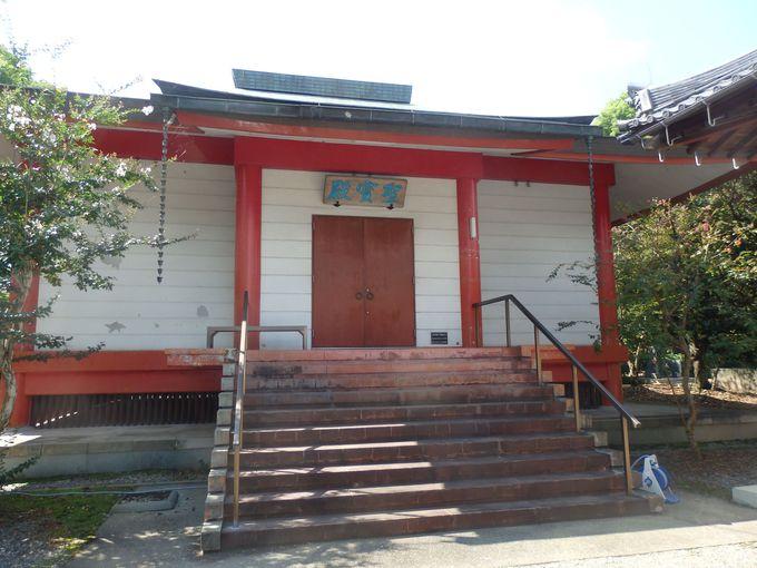 仏像をはじめとする寺宝の数々が展示された宝物館
