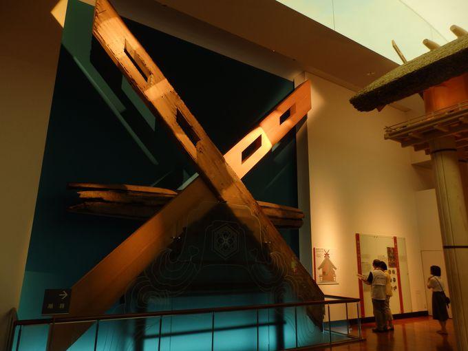 その巨大さをさらに実感!本殿の屋上を飾っていた巨大な千木・勝男木