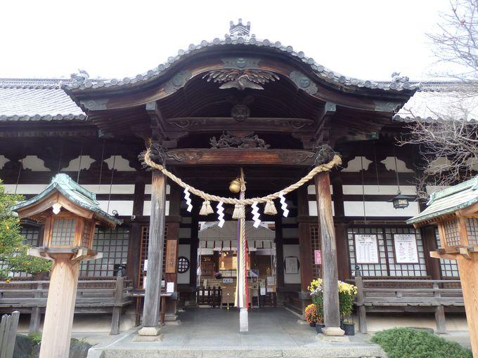 応神天皇や豊臣家・徳川家とかかわりを持つ拝殿