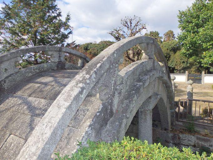 応神天皇陵古墳に対する祭祀の名残をとどめる太鼓橋
