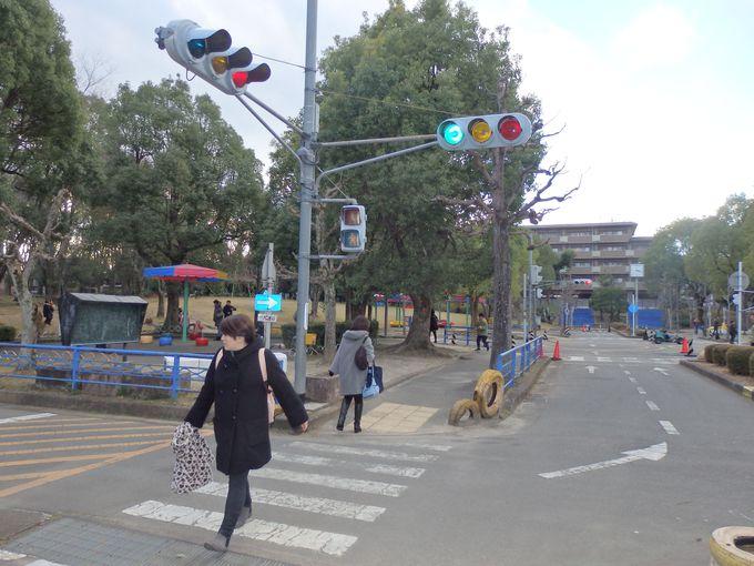 交通ルールを学ぶために設けられた珍しい公園!信号機や横断歩道のある不思議な光景