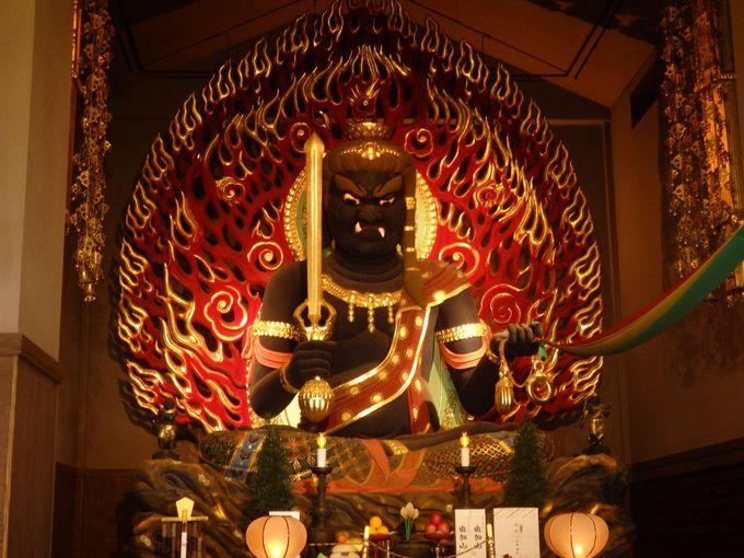 圧倒的な迫力!日本一の大きさを誇る厄除大不動明王