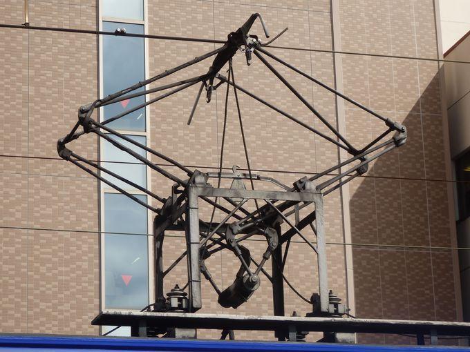 「岡電」ならでは!上部に取り付けられた石津式パンタグラフ