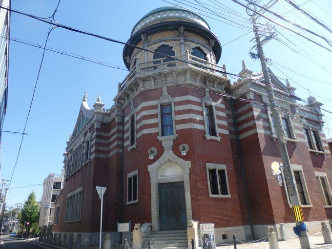 伝統的な建造物を有する西本願寺に近代建築?