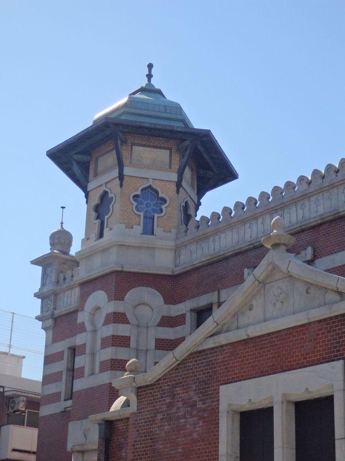 こちらも独特!南西側にとりつけられた塔