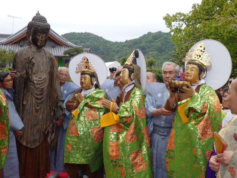 """全国唯一!仏像をかぶる""""被仏""""とは!?岡山・弘法寺の奇祭「踟供養」"""