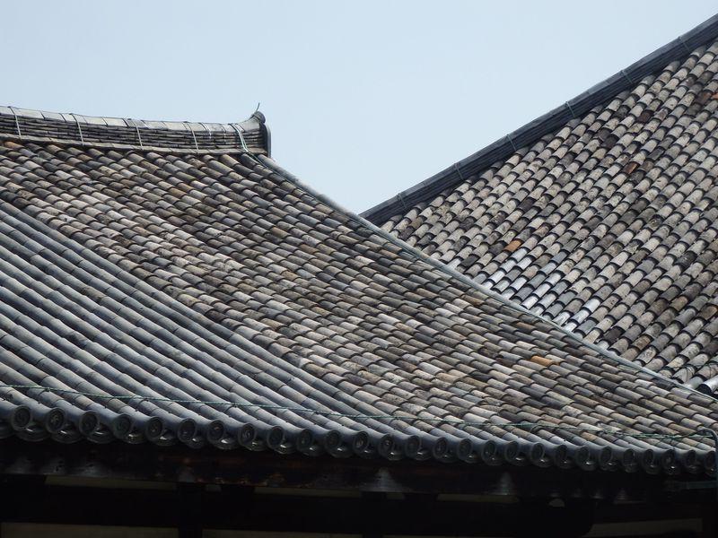飛鳥時代の瓦がいまなお屋根に!?奈良市の世界遺産・元興寺