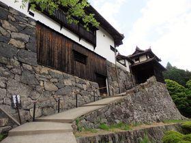 まるで城塞!映画『八つ墓村』にも登場する岡山の「広兼邸」