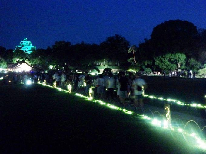 遠くには岡山城も!園路を浮かび上がらせる光の道