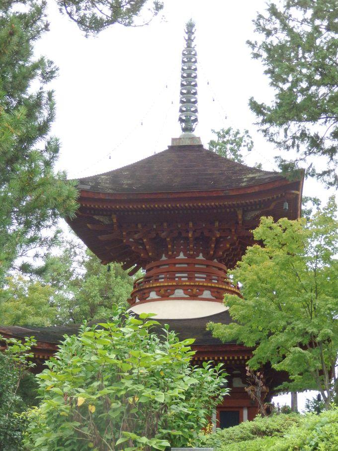 京都・仁和寺から移築された多宝塔