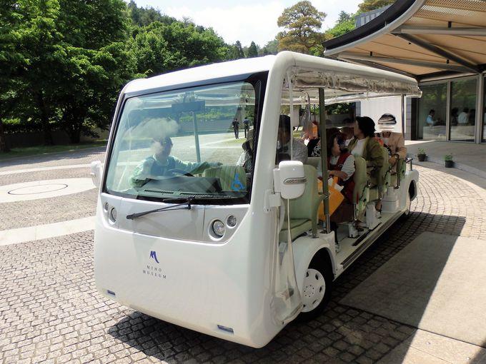 本館へGO!レセプション棟から出発する電気自動車