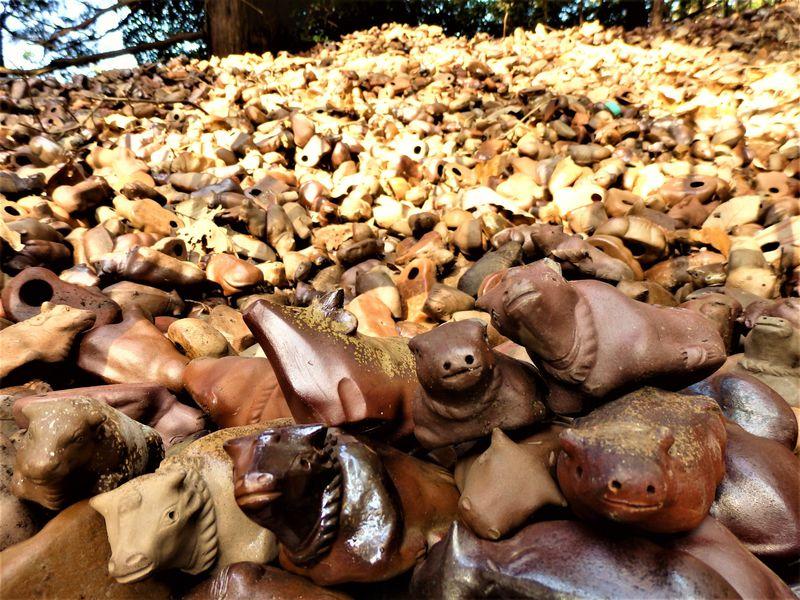 備前焼の牛の山は圧巻!奇妙な風習を伝える岡山・田倉牛神社