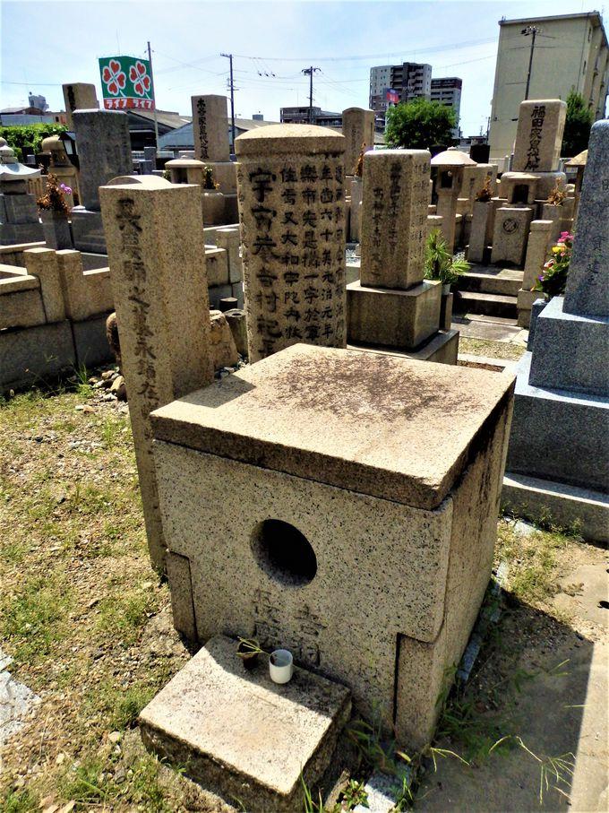 いったい何者!?石棺のなかに鎮座する吉村長慶像