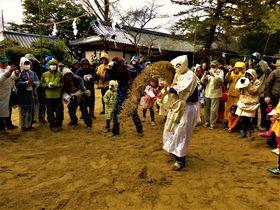 完全防備で砂バトル!奈良県・廣瀬大社の奇祭「砂かけ祭」