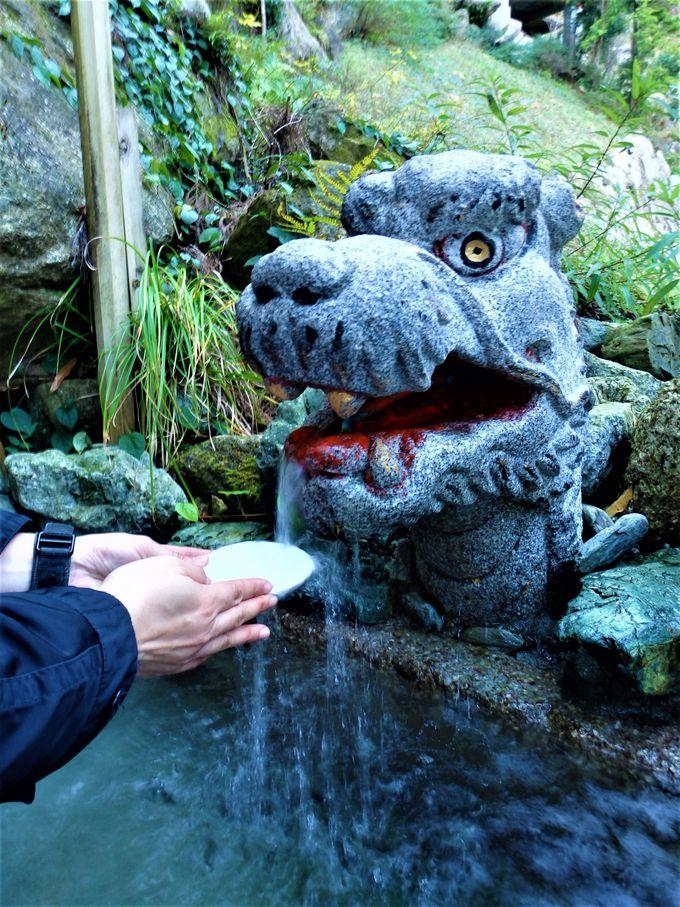 冷たくてびっくり!霊験あらたかな御神水「お瀧水」