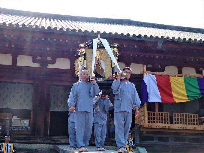 まずは現世へ!娑婆堂へ向かう中将姫の坐像