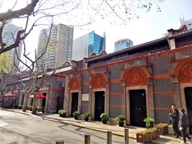 石庫門を眺めながら散策!過去と現在が共存する上海「新天地」