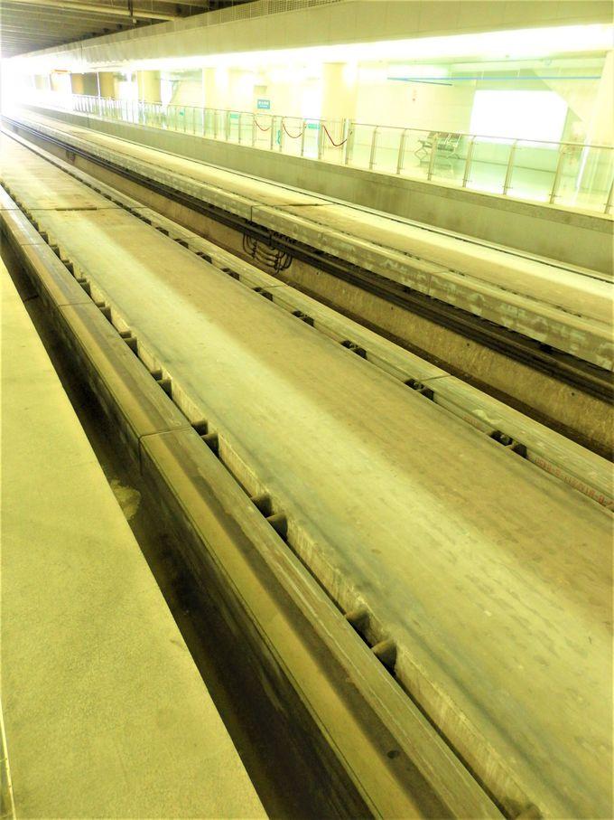 2004年より実用走行する「上海トランスラピッド」(マグレブ)