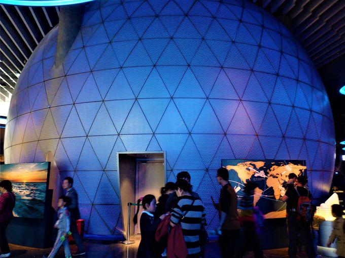 さすがは自然関連の博物館!多様なテーマ性を印象付けるプラネタリウムや岩石コーナー