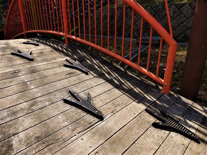 いたるところに恐竜のモチーフが!まだまだ続く回廊型アスレチック遊具