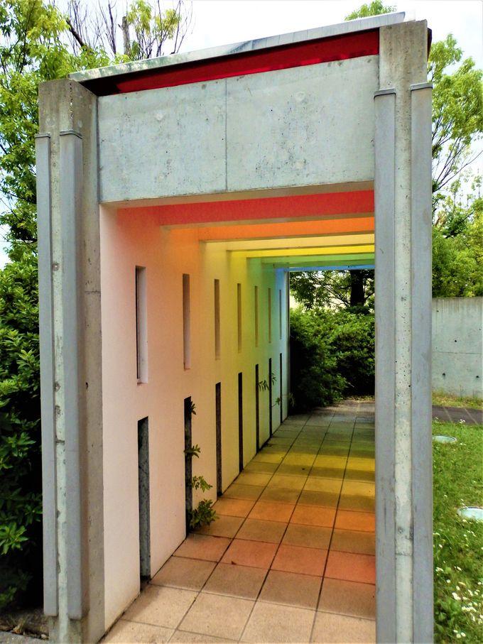 自然光を利用した屋外の展示スペース