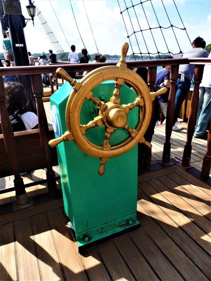 甲板に出てみよう!大航海時代を連想させる意匠の数々
