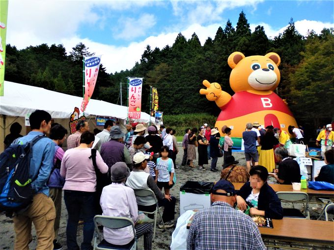 地区の人たち総出でおもてなし!境内で催されるご当地グルメやイベント
