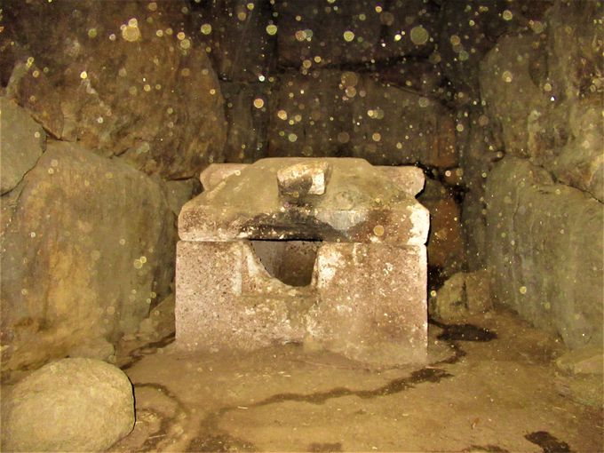 石棺が安置された石室の内部