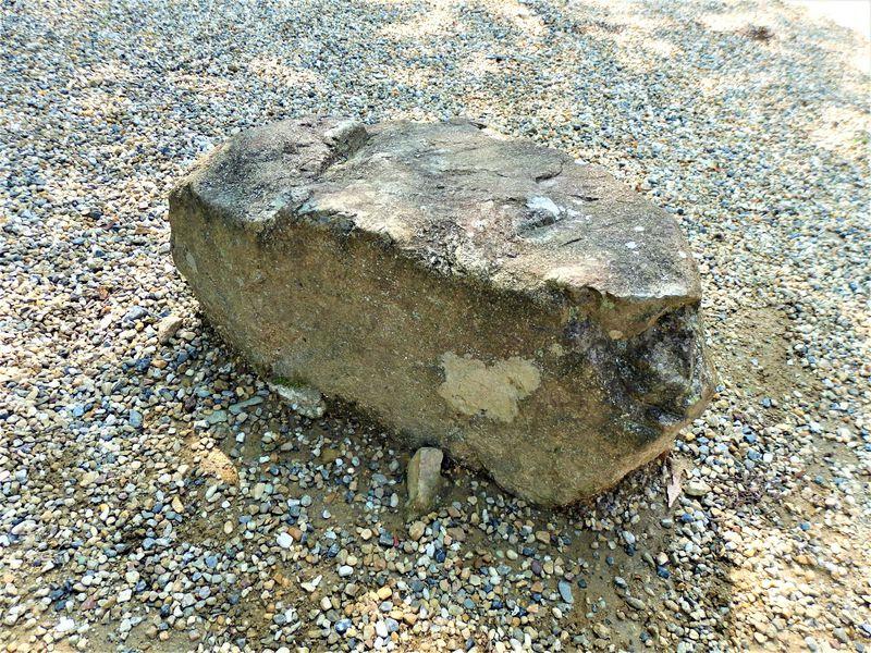 この小さな石が立身出世を約束!?運気アップの京都・宝積寺