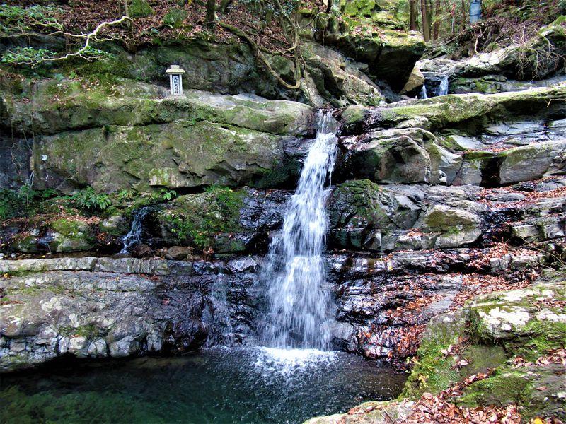 七宝瀧寺の名ともなった滝の数々