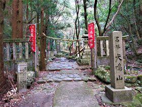 巨石ゴロゴロ!滝めぐりや温泉も楽しめる大阪府の「犬鳴山」