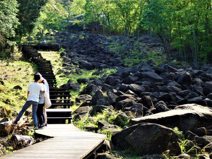 巨石ゴロゴロ!珍しい光景を現出させる「鍋倉渓」