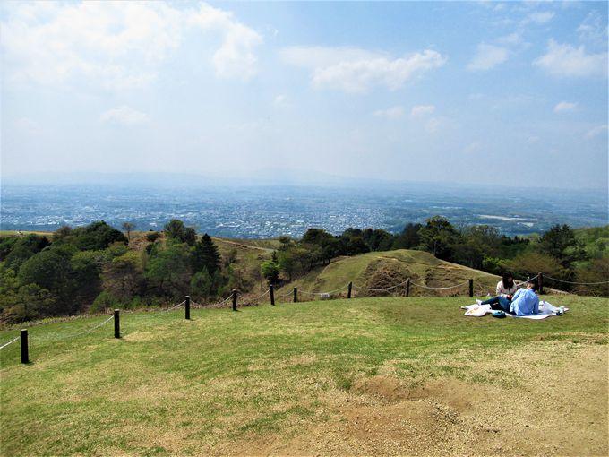奈良盆地を一望のもとに!若草山からの眺め